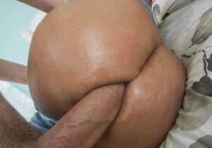 Coroa da bunda grande em fotos fazendo sexo anal bem gostoso com homem dotado
